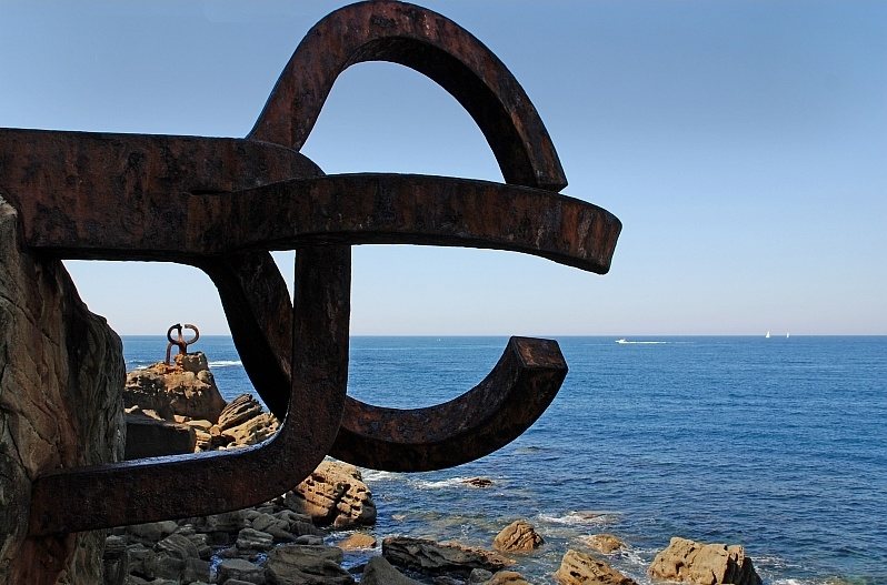 El peine del viento (The comb of the wind) Eduardo Chillida.